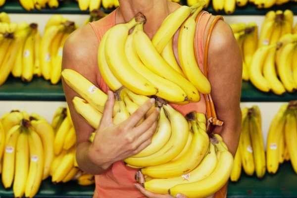 Узнать о том можно ли вам кушать бананы во время беременности лучше у лечащего врача