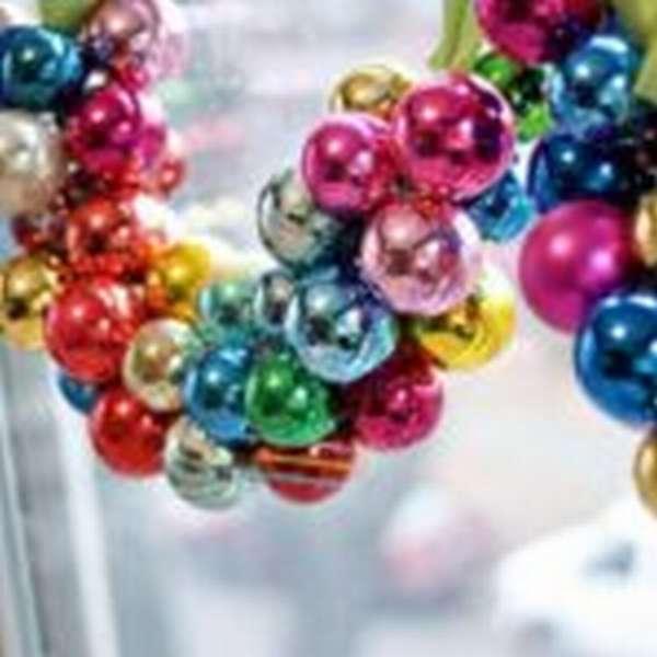 Гирлянда из ёлочных шаров