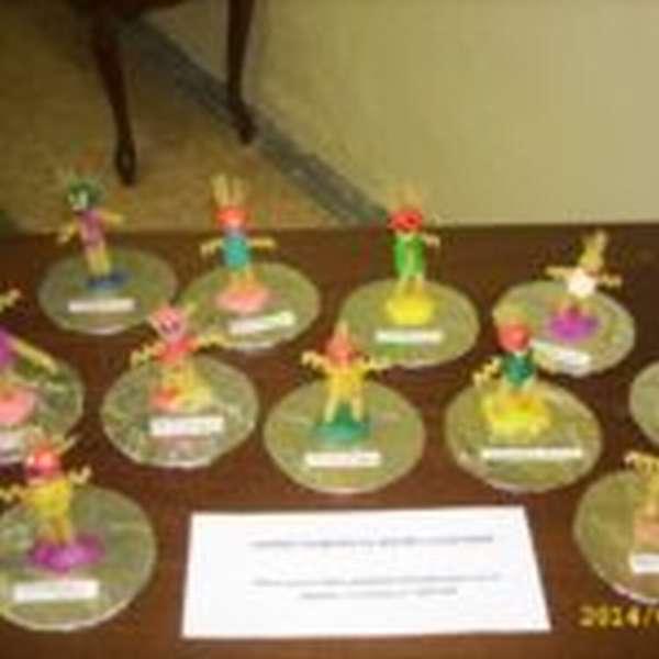 Детские поделки, выполненные из пластилина и макаронных изделий