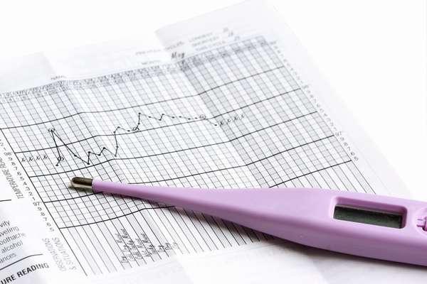Определить беременность с помощью градусника точно не возможно, поскольку температура тела может меняться в связи с физиологией женщины
