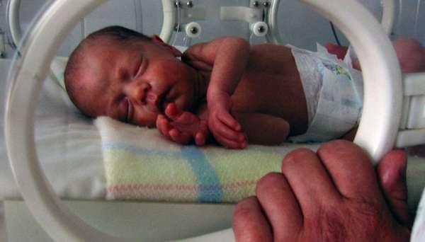 Если у женщины было преждевременное старение плаценты, то ребенок после родов находится в специальной камере