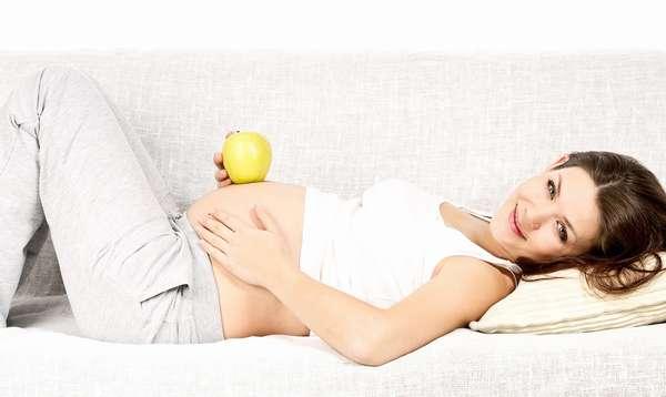 При беременности стоит делать легкий макияж