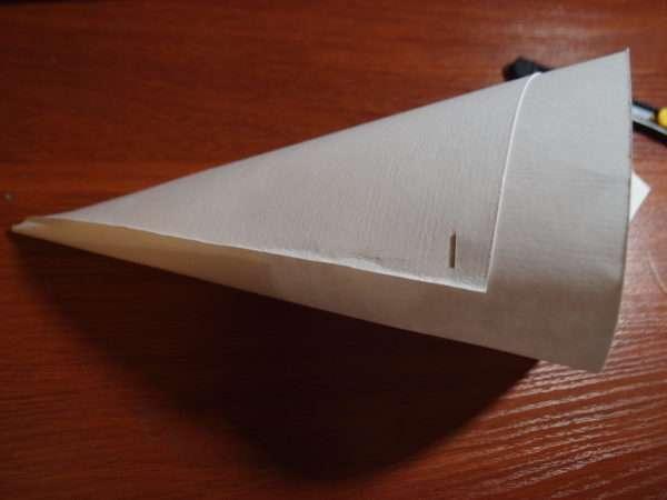 Согнутый в конус лист