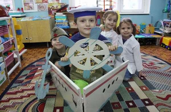 Дети играют в «Морское путешествие»