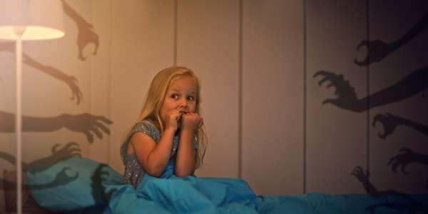 Ни в коем случае нельзя игнорировать, когда ребенок рассказывает о своих страхах