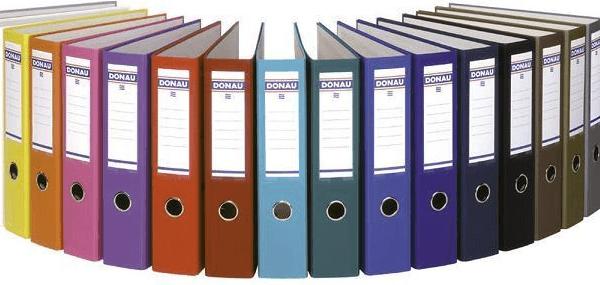 Папки-файлонакопители стоят полукругом