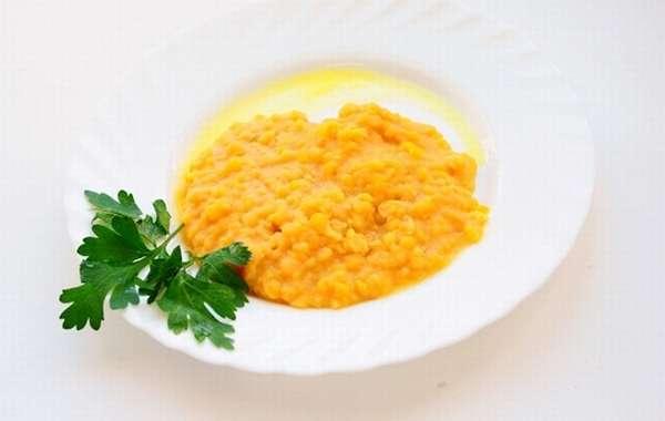Полезным и питательным для беременных является гороховый суп