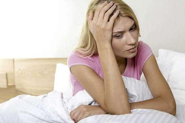 Первоначально было распространено мнение, что ПМС страдают женщины с неустойчивой нервной системой. Стресс усиливает симптомы предменструального синдрома
