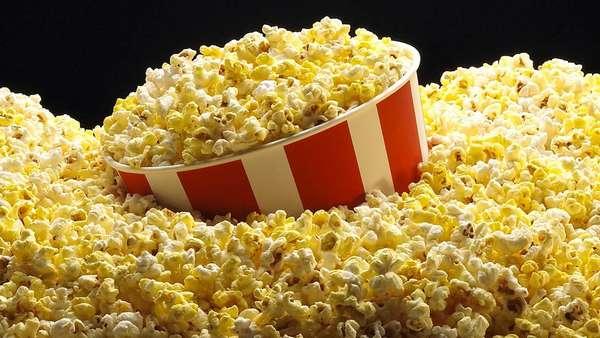 При грудном вскармливании от попкорна лучше отказаться