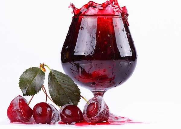 Лучше всего при беременности употреблять вишневый сок собственного приготовления