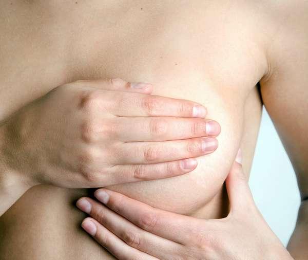 При возникновении пигментации на сосках во время беременности стоит проконсультироваться с врачом