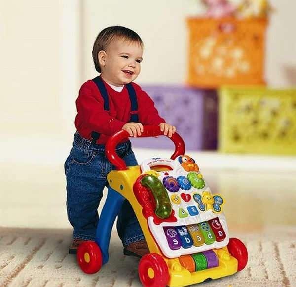 что умеет ребенок в 10 месяцев