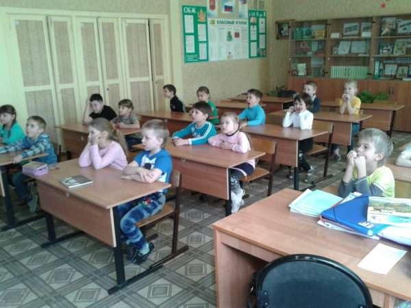 Воспитанники детского сада на экскурсии в школе