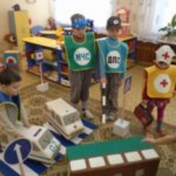 Ребята играют в «ПДД»