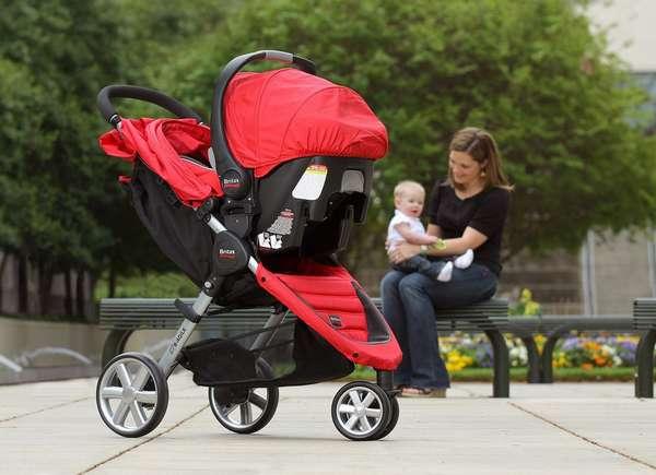 Прогулочная коляска может отличаться по размеру и функционалу
