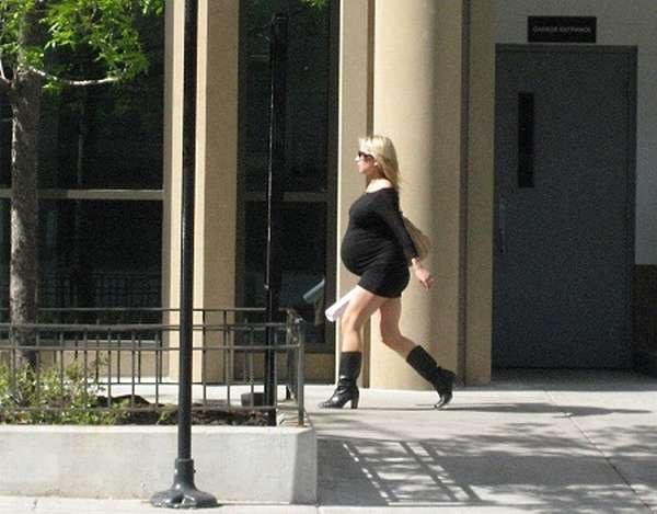 Врачи не рекомендуют ходить на каблуках при беременности