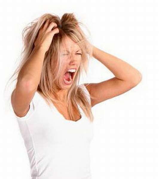 Предменструальный синдром (ПМС) - это совокупность физических и психологических симптомов, которые появляются за несколько дней или недель до наступления менструации