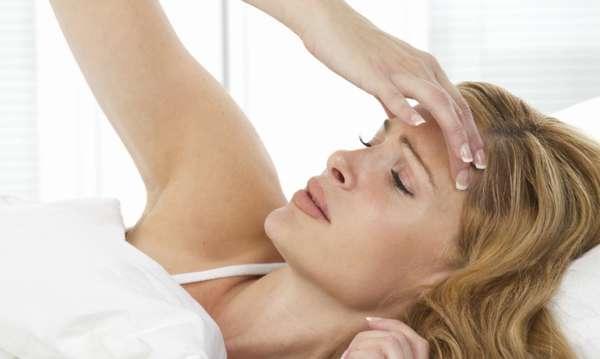 Причинами головокружения могут быть низкое давление, ОРВИ, обезвоживание или пониженный уровень гемоглобина