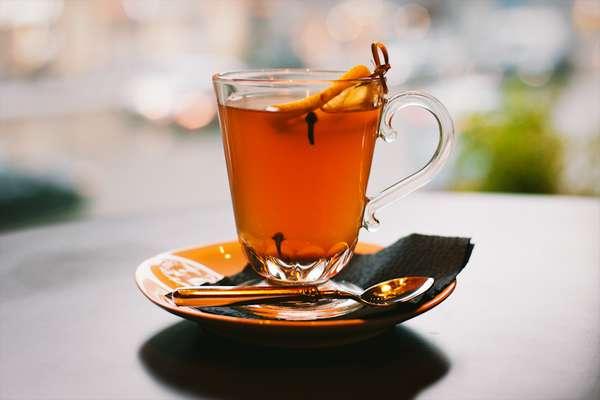 Гвоздику можно как заваривать, так и просто добавлять в чай как пряность