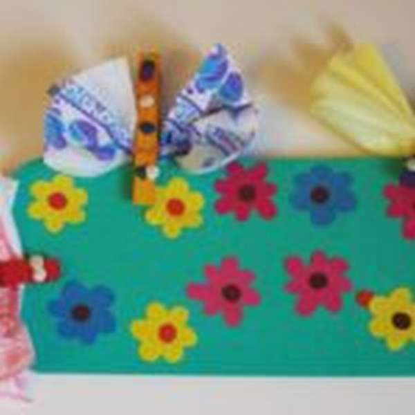 Стрекозы и цветы, выполненные на занятиях кружка по бумагопластике