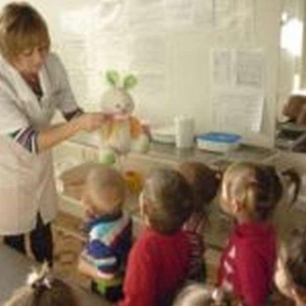 Малыши в кабинете медсестры