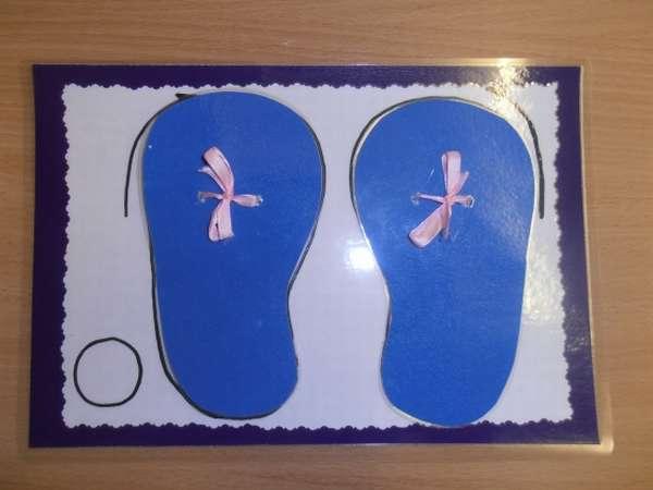 Шаблоны двух синих туфелек на листе