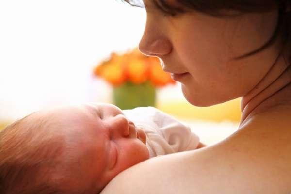 Беременная, которая болеет гепатитом С, в редких случаях может родить раньше времени малыша с маленьким весом