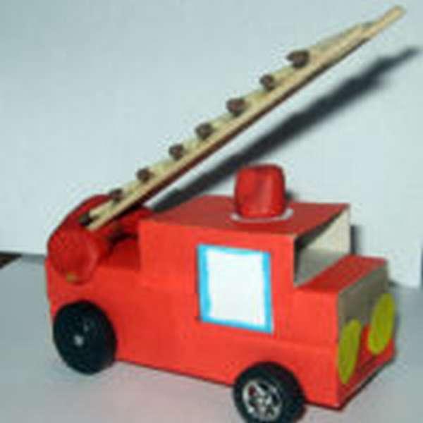 Пожарная машина спешит на помощь