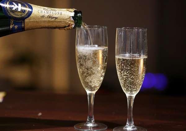 Если вы желаете выпить немного шампанского, то предварительно нужно проконсультироваться со специалистом