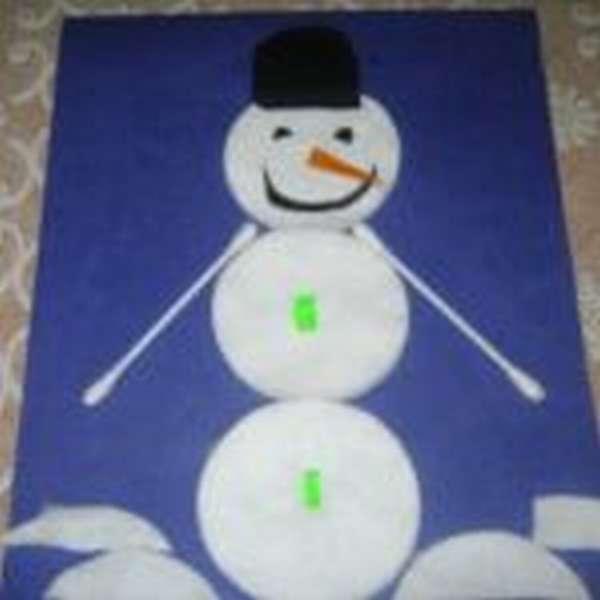 Снеговик из ватных дисков и ватных палочек